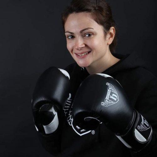 Laura kick box
